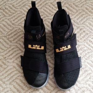 Nike Lebron Soldier 10 Basketball Shoe